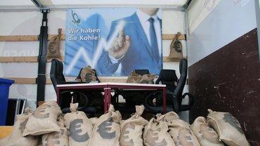 """Hamburg: Aktion """"Wir packen es an"""" – Streikende holten sich symbolisch die Kohle, die ihnen zusteht"""