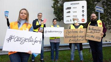 #ausgeliefert: Aktion vor dem Amazon-Lager in Berlin-Mariendorf am 01.09.2021
